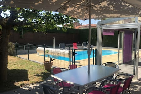 Villa pour 8 avec piscine privative accessible PMR