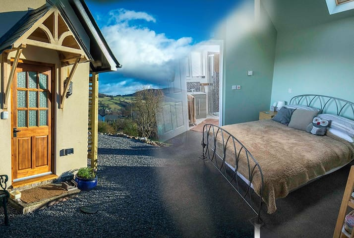 The Log Cabin, Llangattock, Crickhowell