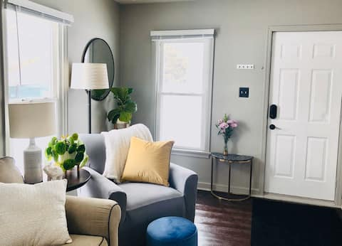 Cozy bungalow steps away from IA State Fairgrounds