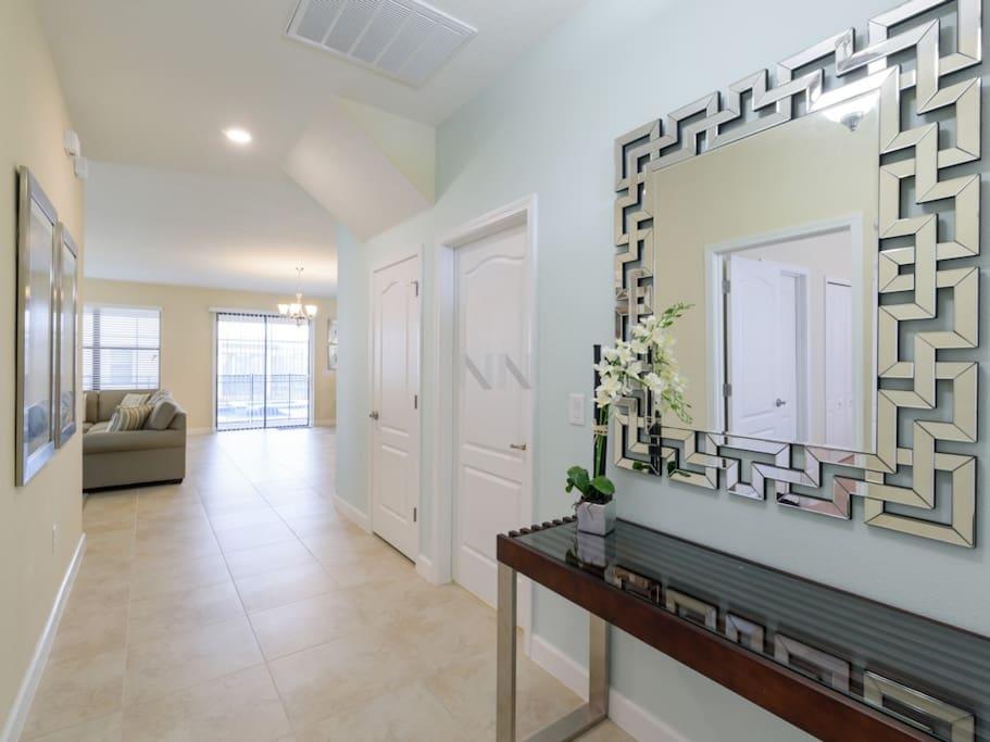 Floor,Flooring,Shelf,Indoors,Room
