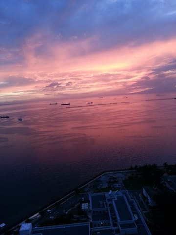 Amazing Manila Bay sunset view.(In front of US Emb