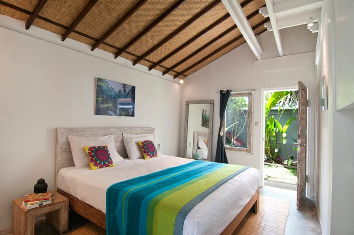 New 1 bed steps to Seminyak Beach, cafes, spas