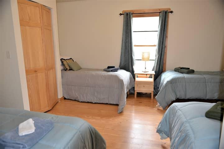 A fun 4-bed room near Asheville