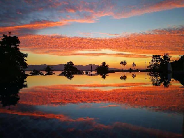 普吉岛网红别墅 summoon 半个月亮 海上庄园 超大客厅超大游泳池 梦幻海景