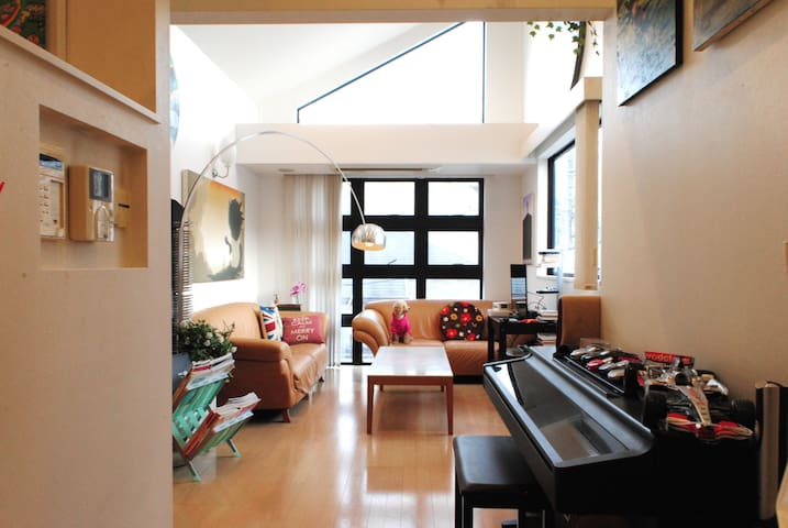 ART House w/Piano, Car, Jaccuzi Sauna, 3min to MTR - Shiroganedai
