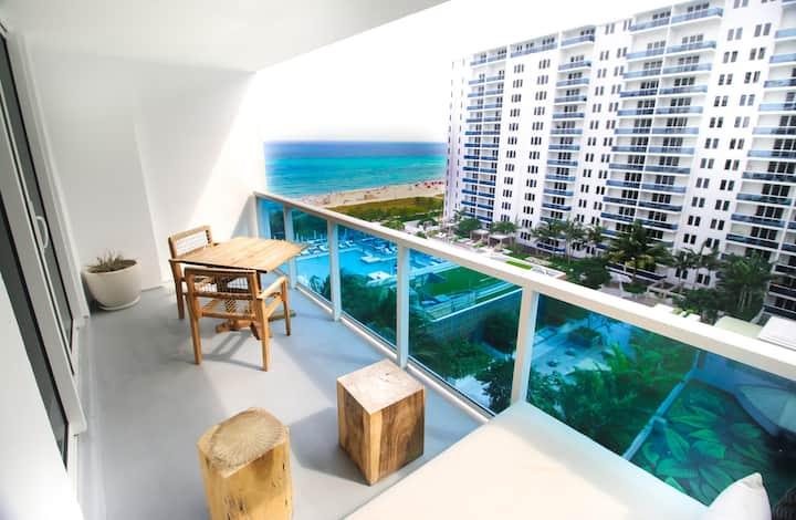 Luxury 1 Resort Suite with Ocean/Pool Balcony 5* 1