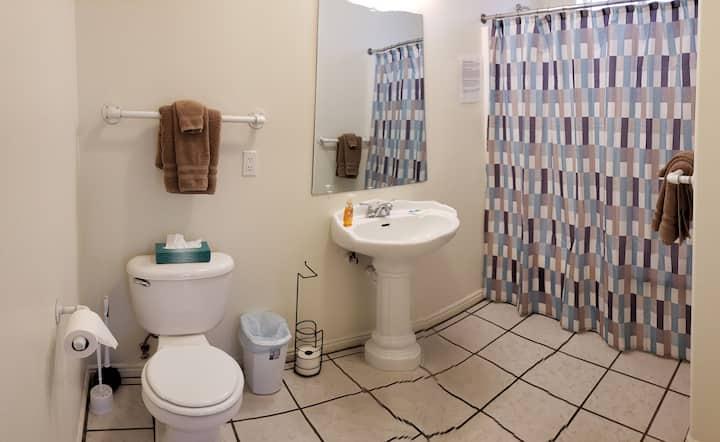 MODERN 2-bedroom, 2-bathroom apartment w/kitchen!
