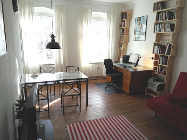 Lovely and quite Studio apartment Friedrichshain