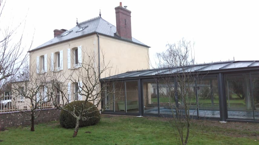 Quiet country house with nearly covered swim pool - Sainte-Marguerite-d'Elle - Rumah