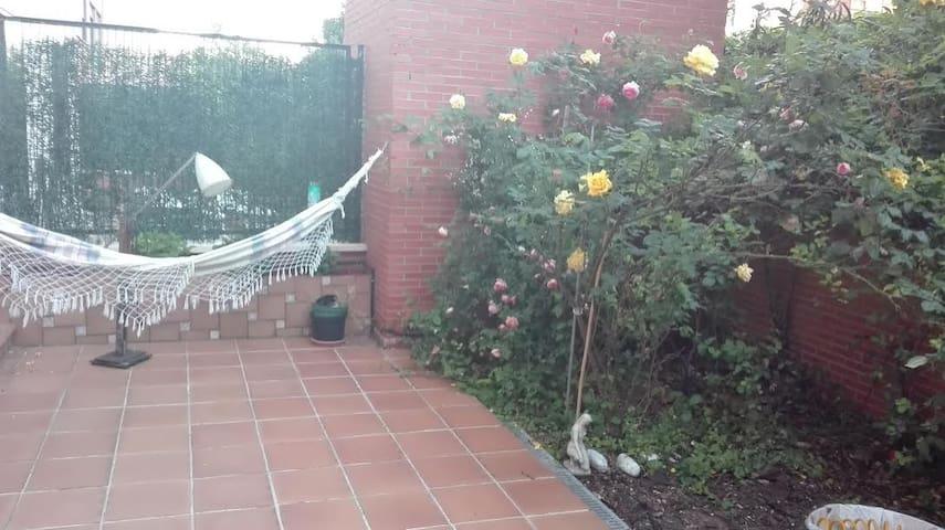 Habitación privada en piso con jardín - Мадрид - Дом