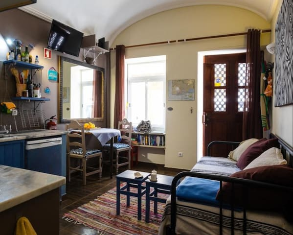 cozy enterance, kitchen, livingroom. Couch can be bed and well equiped.