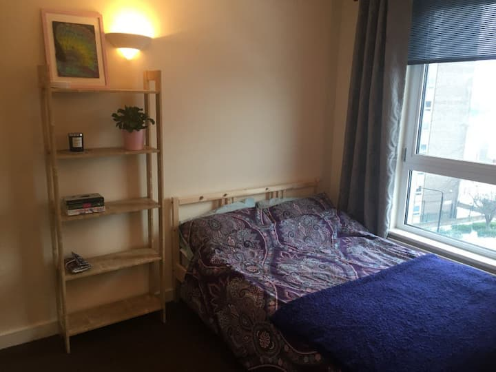 Double room, spacious flat, great transport links