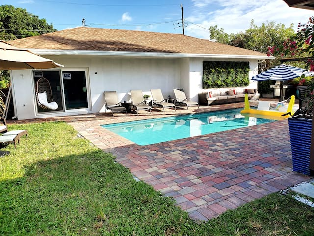 Villa with Heated Pool, Laundry & More