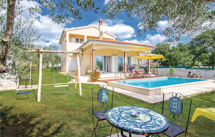 Holiday cottage with 3 bedrooms on 108 m² in Marasi