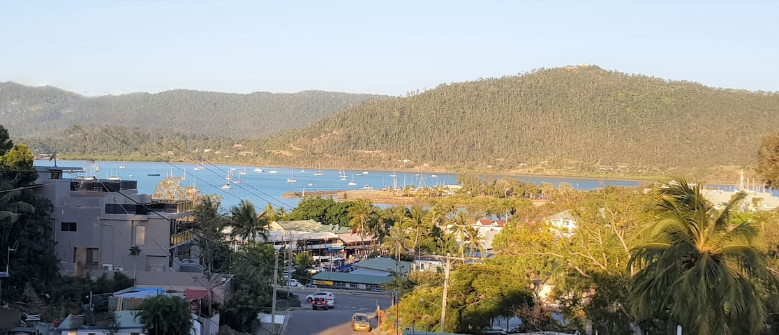 Beach House on Begley - Airlie Beach Central