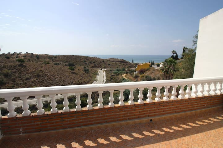 Lovely. Bright. Sea views. 2 Pools.