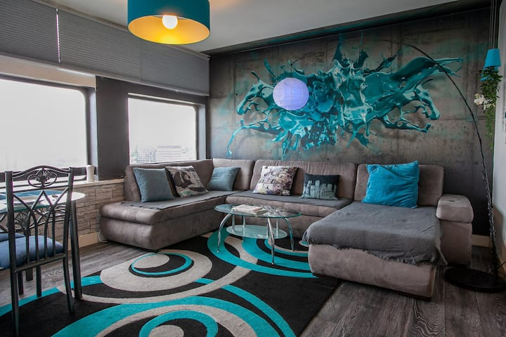 22nd Floor Stylish 2 Bedroom Apartment By Pillo Rooms