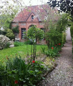 18th Century Converted Orangerie - Bernay - Casa