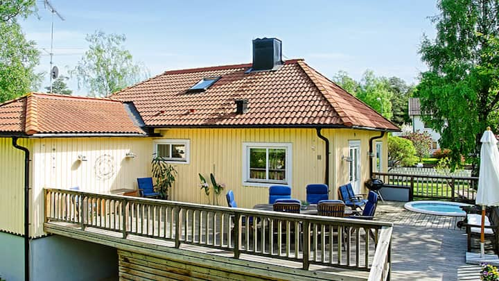 Family friendly 10 min from Sthlm and 5 min beach