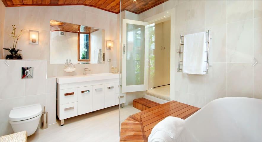 2 Bedroom House + Granny Flat - Surry Hills - Maison