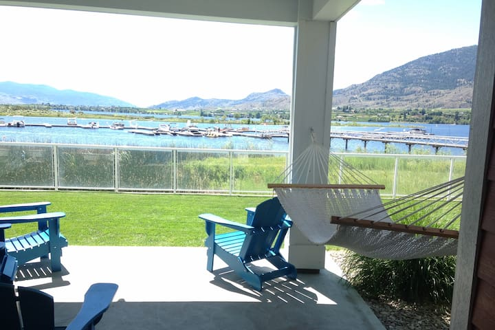 Osoyoos lake front cottage - the perfect get away!