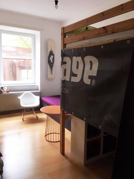 Wochnzimmer/Hochbett Doppelbett