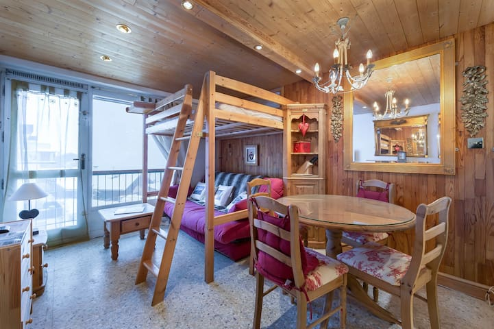 Functional studio close to the slopes, sunny terrace and nice view on the montains