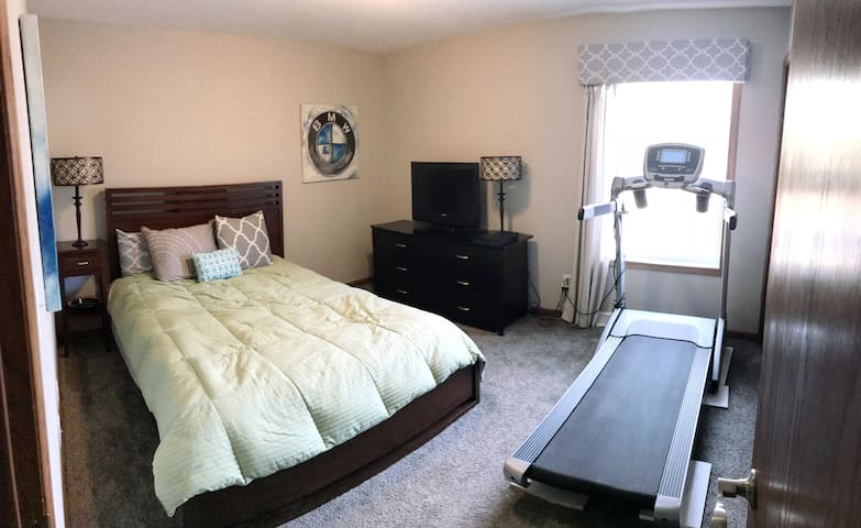 Clean, Cozy, Convenient Watertown Experience!