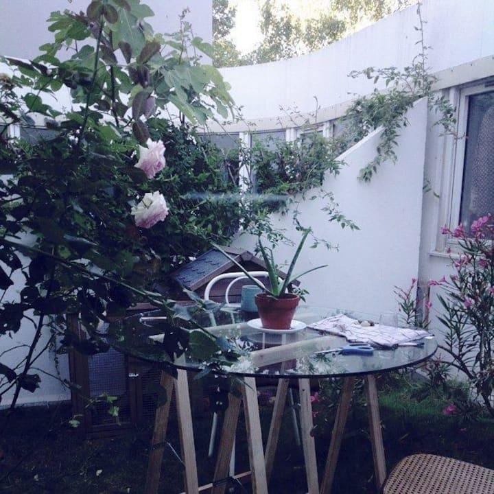 PR FEMME UNIQUEMENT:Chambre ds loft artiste écolo