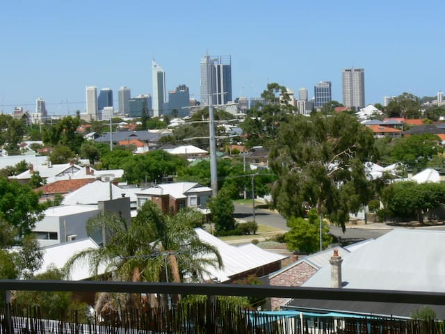 Neat and tidy apartment with City views! - North Perth - Appartement