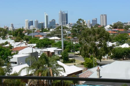 Neat and tidy apartment with City views! - North Perth