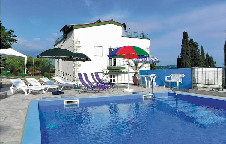 Holiday apartment with 2 bedrooms on 75m² in Portoroz