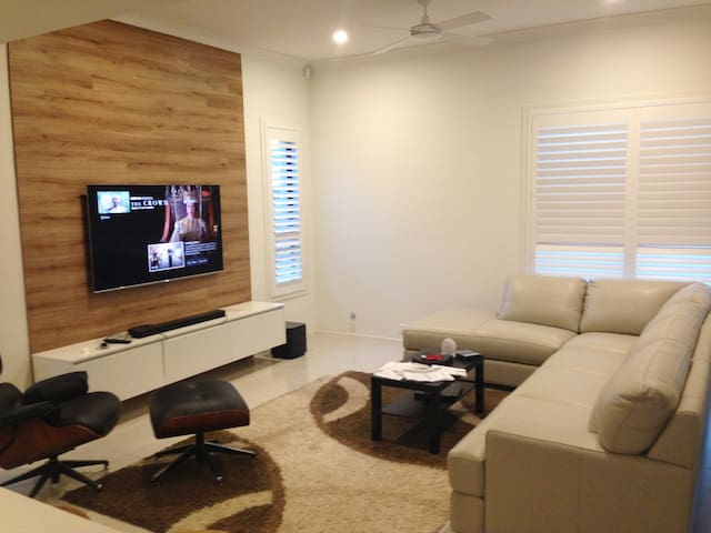 Bright cozy room in a brand new house - Blacktown