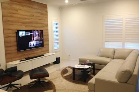 Bright cozy room in a brand new house - Blacktown - Ház