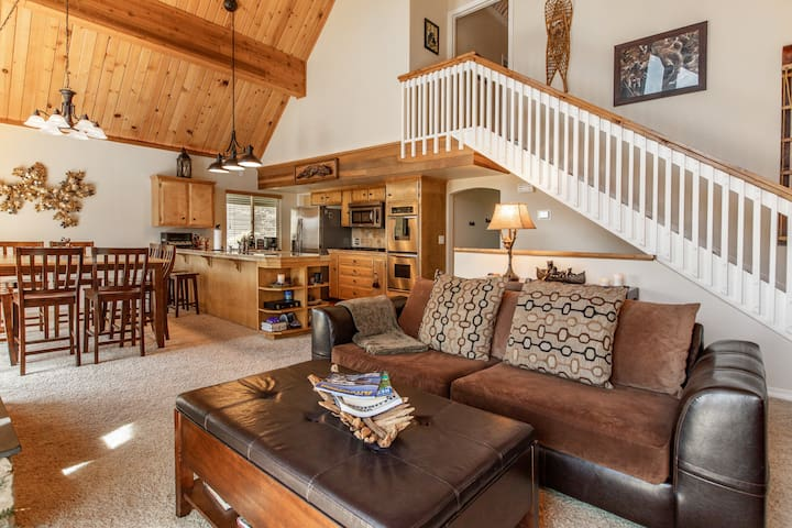 Cedar Stone Lodge - Charming air conditioned home