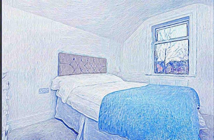 Denham Cottage DB - Central Egham - HEATHROW