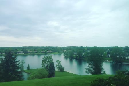 Private lakeside Northville bed & bath - Northville - Appartement
