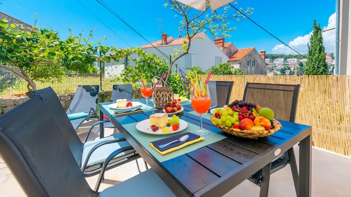Petka-Hill Apartment | Walk To Beach+Free Parking!