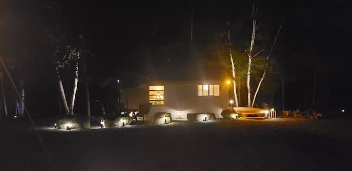 HoneyMoon Cottage@Adirondack Enchanted NitesAirBnB