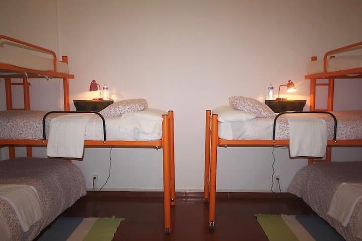 Hostel Layos Toledo - habit economica cuatro camas - Tarifa estandar