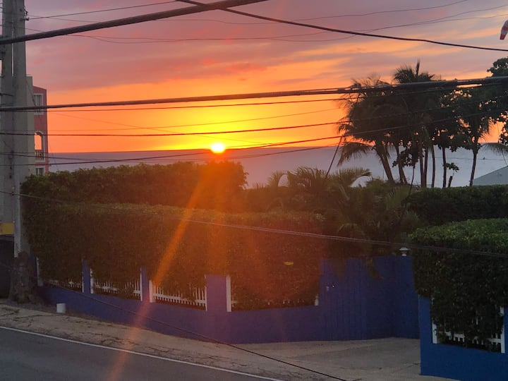 Ocean front sunset view, 2BR apt sea view Porch