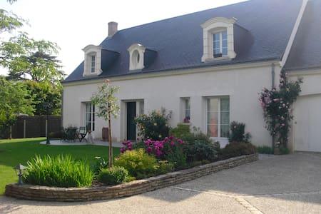 Chambre spacieuse 15 m2, calme proche de Tours - Saint-Cyr-sur-Loire - Bed & Breakfast