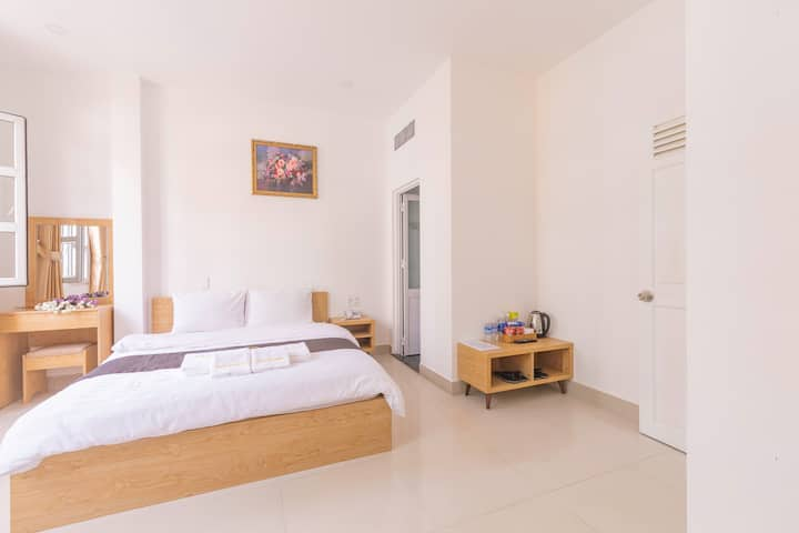 Deluxe Double Room With City View | Dalat Joy