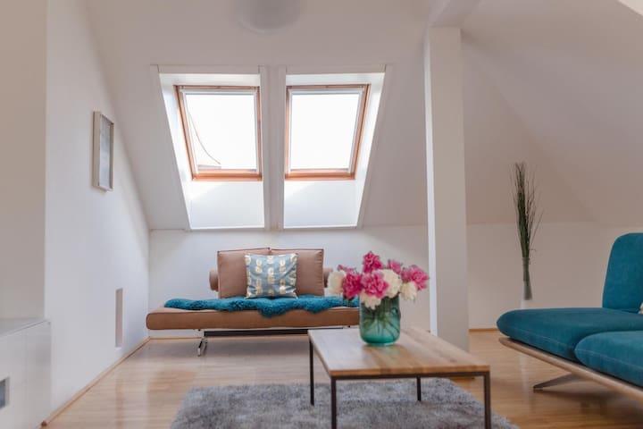 Moderne Dachgeschosswohnung zentral Velden