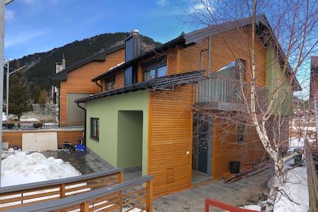 Rustic Mountain Cabin in the Heart of Prevalla