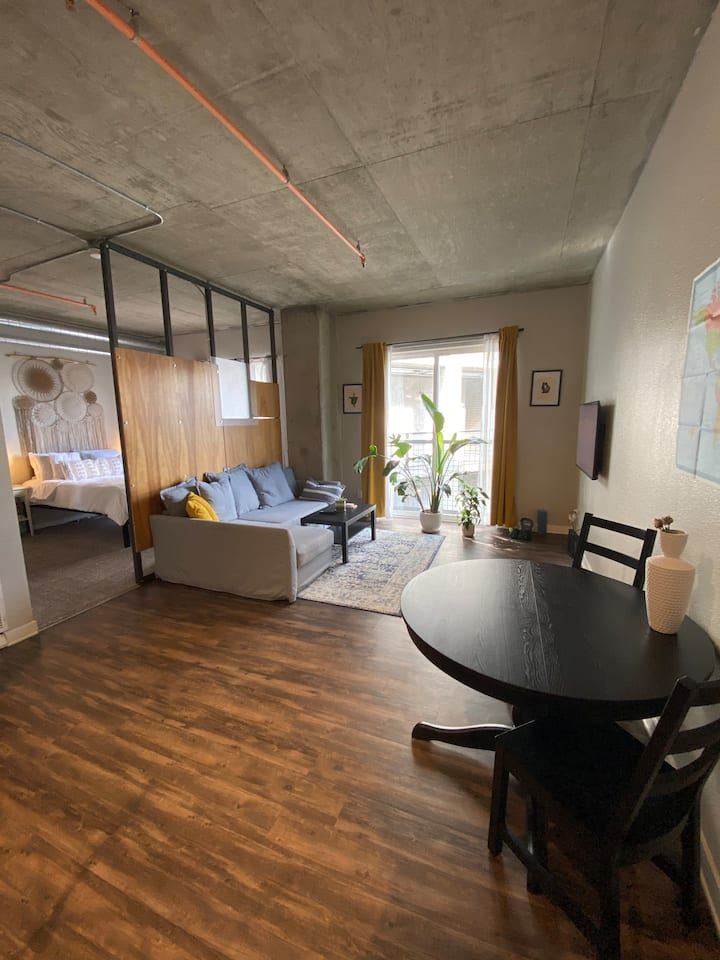 Modern Apartment in RiNo/LoDo with Free Parking