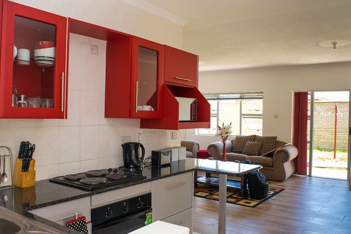 Elegantly furnished apt in secure gated community - Harare - Apartmen