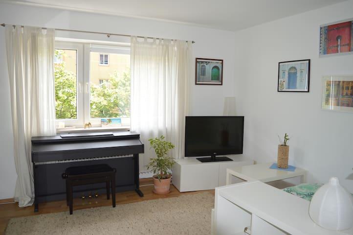 Zimmer -sehr zentral, super Anbindung, großer TV