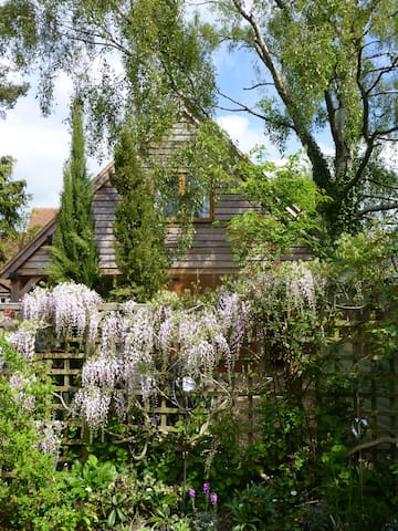 Wisteria Lodge just outside the city of Oxford. - Cumnor - Lägenhet