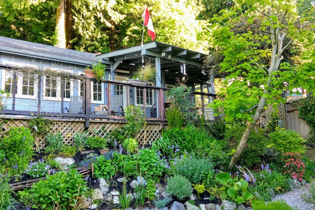 Keats View Cottage - garden and sea view just 70 min from Vancouver. Two Km from Langdale   Ferry terminal and two km from the village at Gibsons Landing.